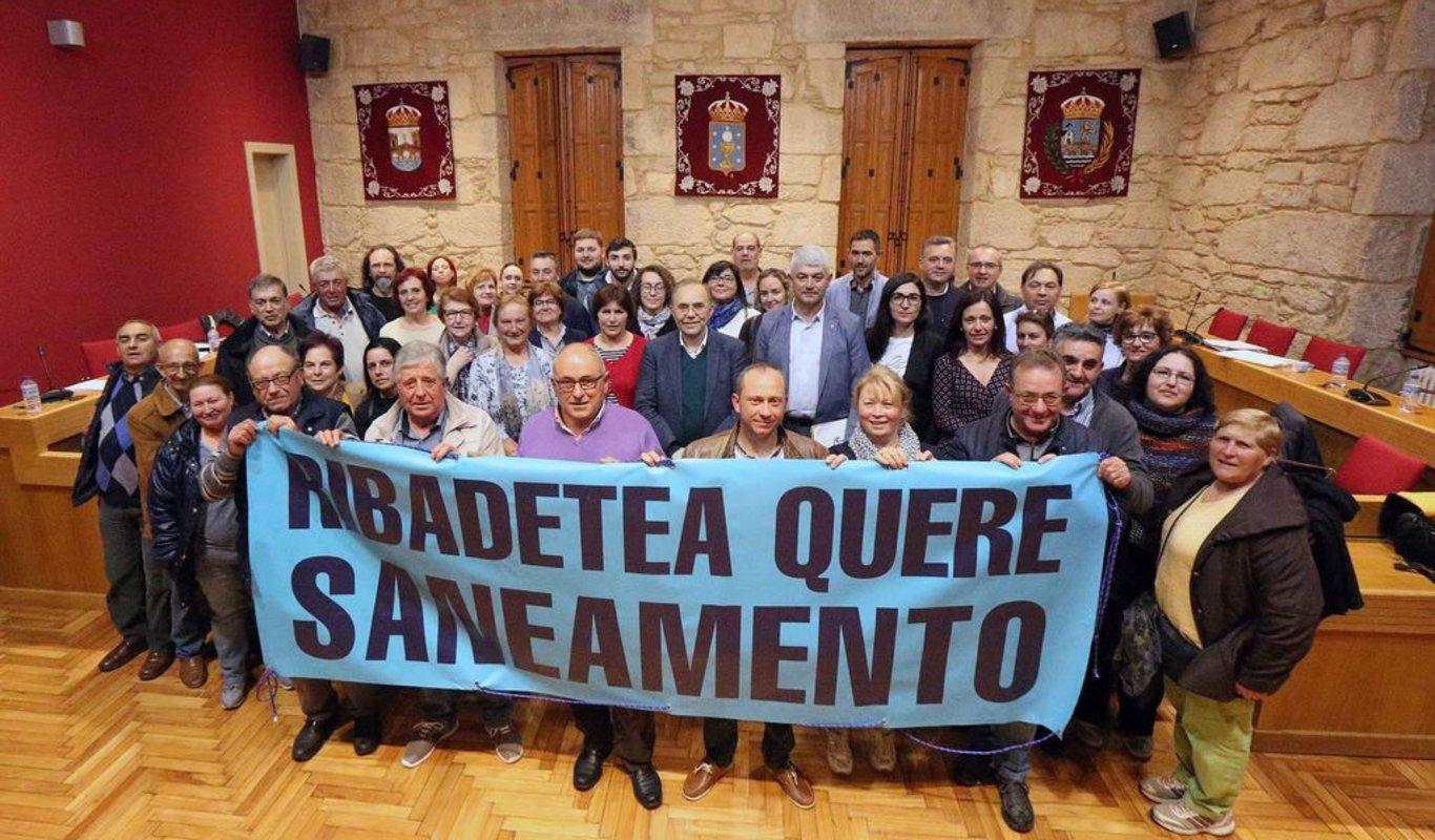 O PP SOLICITA QUE SE AXILICE O SANEAMENTO NA PARROQUIA DE RIBADETEA