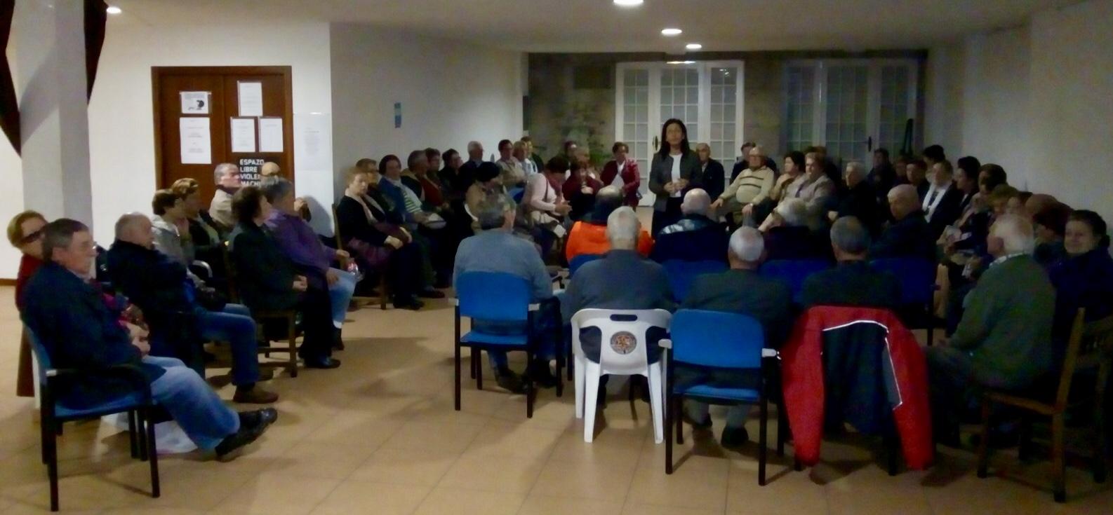 Belén Villar Se Reúne Con Un Grupo De Mayores Del Centro De Ponteareas Que Se Quejan Del Abandono Que Sufren Por Parte Del Gobierno Local