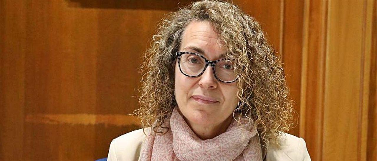 A ALCALDESA, CRISTINA FERNÁNDEZ, SÓBESE O SOLDO UN 50%,